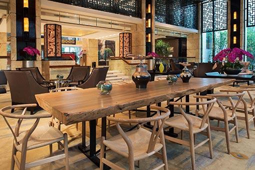 橙色时代餐厅桌椅图片