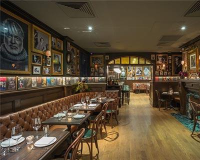 曼哈顿西村酒吧桌椅装修效果图