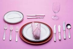 西餐厅餐桌上的餐具如何摆放?