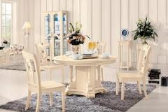 白色西餐桌的餐椅搭配方法