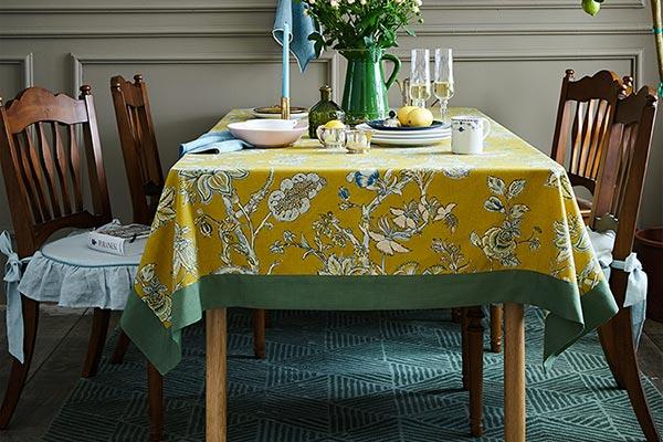 蜡笔派餐桌布