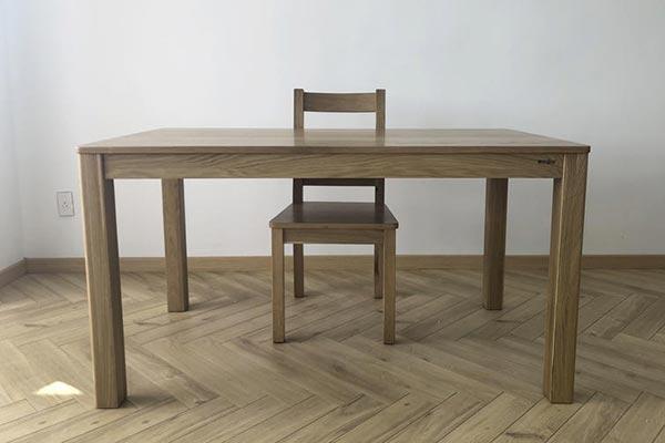 橙色时代实木餐桌