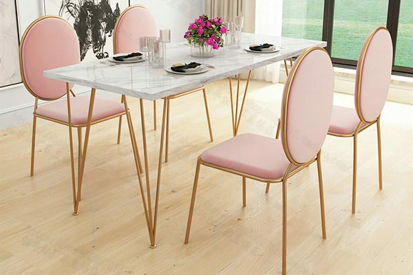 粉色ins餐椅图片