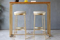 酒吧吧台的椅子